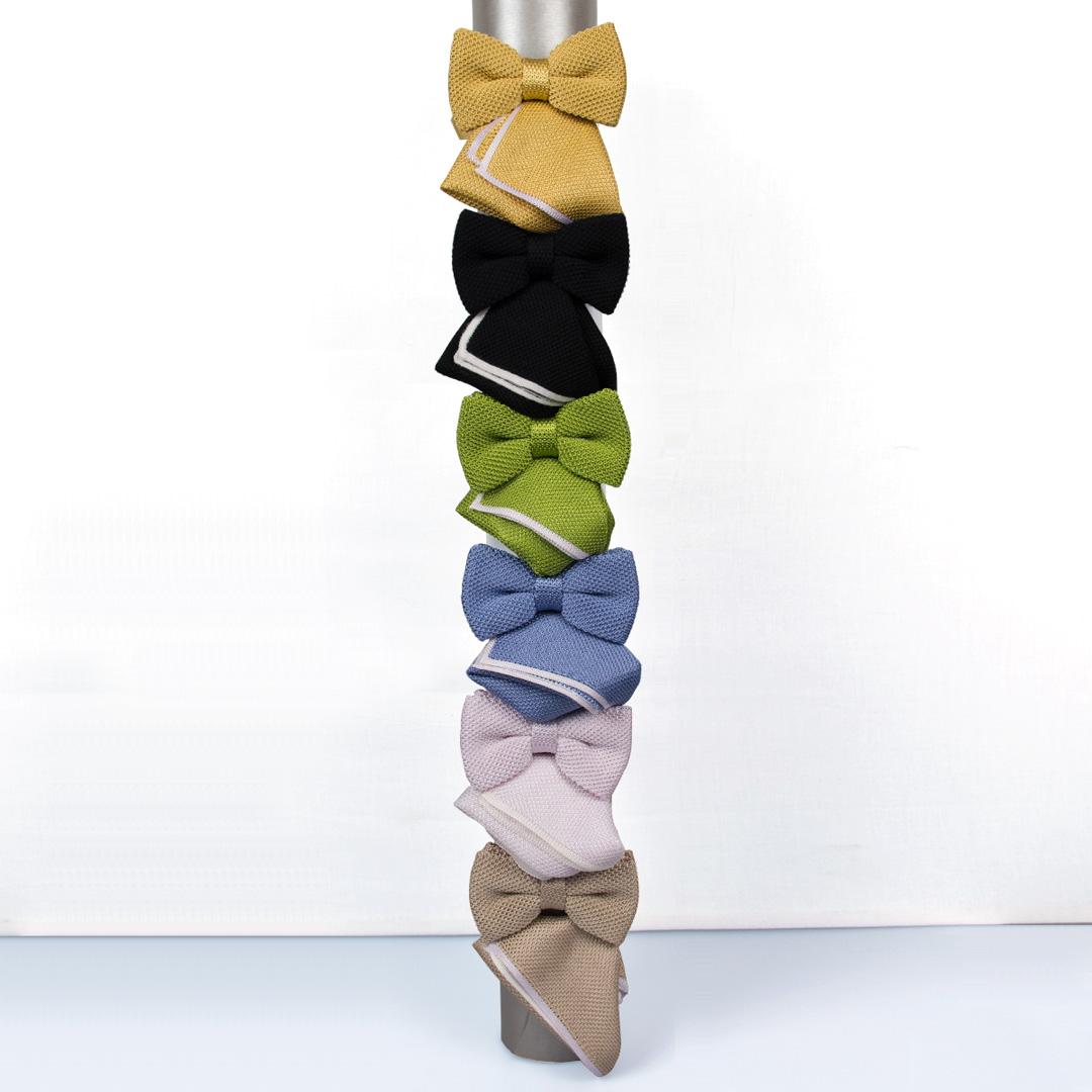 Einfarbig gestrickte Krawatten
